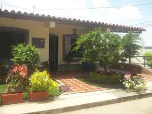 Casa En Ventaen Cabudare, Parroquia José Gregorio, Venezuela, VE RAH: 20-23681