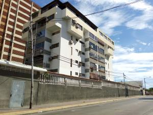 Apartamento En Ventaen Parroquia Caraballeda, Palmar Este, Venezuela, VE RAH: 20-23739
