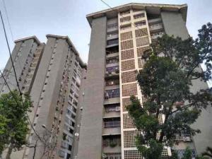 Apartamento En Ventaen Maracay, Urbanizacion El Centro, Venezuela, VE RAH: 20-23741