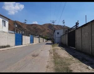 Galpon - Deposito En Ventaen Guacara, La Emboscada, Venezuela, VE RAH: 21-606