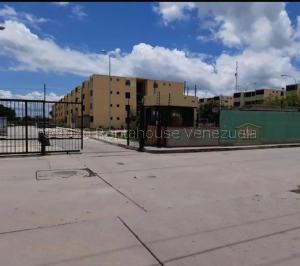Apartamento En Ventaen Municipio Los Guayos, Buenaventura, Venezuela, VE RAH: 20-23809