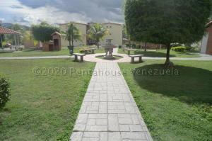 Apartamento En Ventaen Guatire, Alto Grande, Venezuela, VE RAH: 20-24004