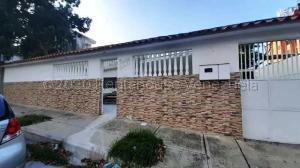 Casa En Ventaen Parroquia Caraballeda, Palmar Este, Venezuela, VE RAH: 20-24005