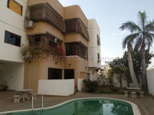 Apartamento En Ventaen Parroquia Caraballeda, Los Corales, Venezuela, VE RAH: 20-24031