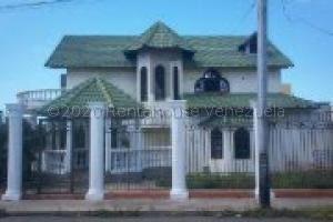 Casa En Ventaen Punto Fijo, Centro, Venezuela, VE RAH: 20-24118