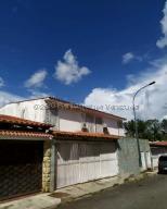 Casa En Ventaen Caracas, Alto Prado, Venezuela, VE RAH: 20-24356