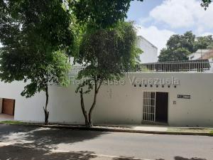 Casa En Ventaen Caracas, San Roman, Venezuela, VE RAH: 20-24424