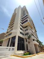 Apartamento En Ventaen Maracaibo, Avenida El Milagro, Venezuela, VE RAH: 20-24498