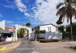 Casa En Ventaen Lecheria, Complejo Turistico El Morro, Venezuela, VE RAH: 20-24862