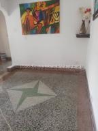 Apartamento En Ventaen Caracas, Los Chaguaramos, Venezuela, VE RAH: 20-24624