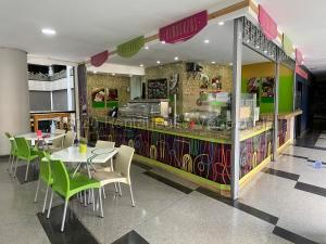 Local Comercial En Alquileren Caracas, El Rosal, Venezuela, VE RAH: 20-24614