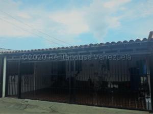 Casa En Ventaen Cabudare, Parroquia José Gregorio, Venezuela, VE RAH: 20-24736