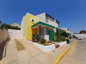 Townhouse En Ventaen Maracaibo, Monte Bello, Venezuela, VE RAH: 20-24871