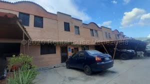 Townhouse En Ventaen Municipio Naguanagua, Barbula, Venezuela, VE RAH: 20-25014