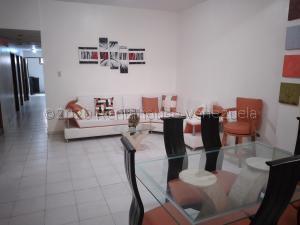 Apartamento En Ventaen Ciudad Ojeda, Avenida Vargas, Venezuela, VE RAH: 20-25034