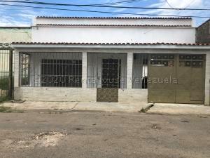 Casa En Ventaen Valencia, Santa Rosa, Venezuela, VE RAH: 20-25056