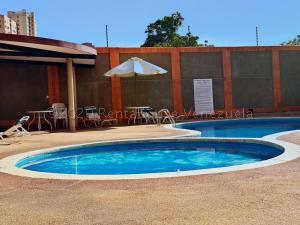 Apartamento En Alquileren Maracaibo, Avenida El Milagro, Venezuela, VE RAH: 20-25107