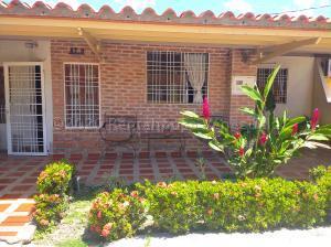 Casa En Ventaen Cabudare, Tierra Del Sol, Venezuela, VE RAH: 20-25155