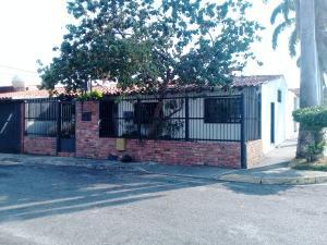 Casa En Ventaen Cabudare, Parroquia José Gregorio, Venezuela, VE RAH: 20-25115