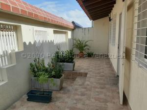 Casa En Ventaen Charallave, Vista Linda, Venezuela, VE RAH: 20-25123