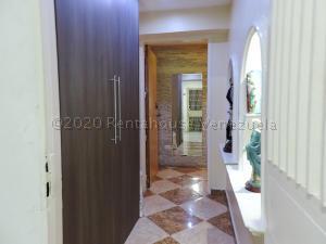 Apartamento En Ventaen Caracas, Los Cortijos De Lourdes, Venezuela, VE RAH: 20-25210