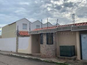 Townhouse En Alquileren Ciudad Ojeda, Campo Elias, Venezuela, VE RAH: 21-449