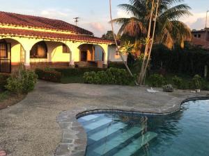 Casa En Ventaen Municipio Libertador, Safari Carabobo, Venezuela, VE RAH: 21-133