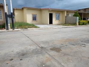 Casa En Ventaen Guacara, Ciudad Alianza, Venezuela, VE RAH: 21-141