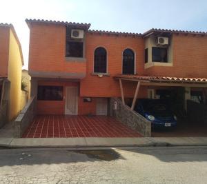 Townhouse En Ventaen Municipio San Diego, Aves De Paraíso, Venezuela, VE RAH: 21-1045