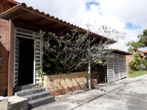 Townhouse En Ventaen Caracas, Loma Linda, Venezuela, VE RAH: 21-335