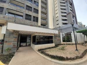 Apartamento En Alquileren Maracaibo, Avenida El Milagro, Venezuela, VE RAH: 21-411