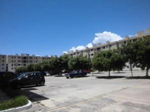 Apartamento En Ventaen Municipio Los Guayos, Paraparal, Venezuela, VE RAH: 21-624