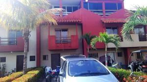 Townhouse En Ventaen Higuerote, Puerto Encantado, Venezuela, VE RAH: 21-623