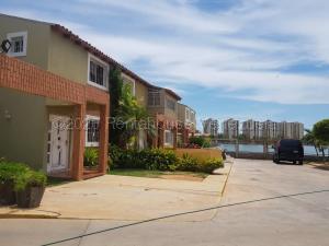Townhouse En Ventaen Maracaibo, Lago Mar Beach, Venezuela, VE RAH: 21-993