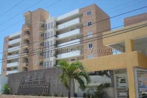 Apartamento En Ventaen Higuerote, Agua Sal, Venezuela, VE RAH: 21-2123