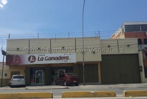 Local Comercial En Ventaen Maracay, Avenida Constitucion, Venezuela, VE RAH: 21-803