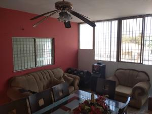 Apartamento En Ventaen Municipio San Francisco, Sierra Maestra, Venezuela, VE RAH: 21-937