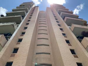 Apartamento En Ventaen Valencia, Valles De Camoruco, Venezuela, VE RAH: 21-960