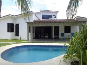 Casa En Ventaen Puerto Cabello, Cumboto, Venezuela, VE RAH: 21-1043
