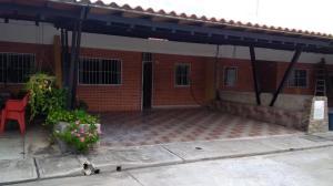 Townhouse En Ventaen Municipio San Diego, Sabana Del Medio, Venezuela, VE RAH: 21-990