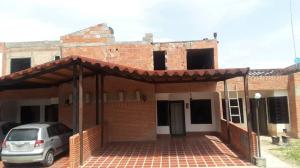 Townhouse En Ventaen Municipio San Diego, Pueblo De San Diego, Venezuela, VE RAH: 21-995