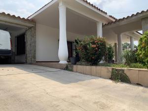 Casa En Ventaen Municipio Libertador, La Esperanza, Venezuela, VE RAH: 21-1028