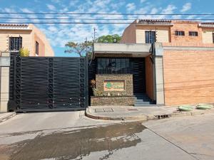 Townhouse En Ventaen Municipio Naguanagua, Manongo, Venezuela, VE RAH: 21-1098