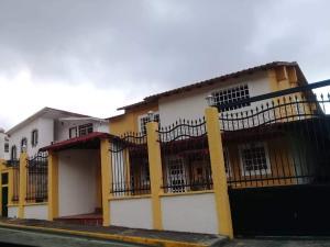 Casa En Ventaen San Antonio De Los Altos, El Carrizal, Venezuela, VE RAH: 21-1329