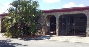 Casa En Ventaen Municipio Los Guayos, Paraparal, Venezuela, VE RAH: 21-1414