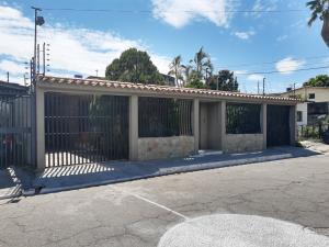 Casa En Ventaen Maracay, Residencias Coromoto, Venezuela, VE RAH: 21-1412