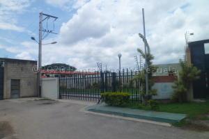 Townhouse En Ventaen Municipio San Diego, La Cumaca, Venezuela, VE RAH: 21-1526