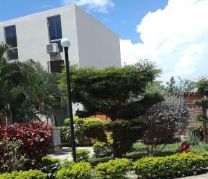Apartamento En Ventaen Guacara, Carret Guacara - San Joaquin, Venezuela, VE RAH: 21-1466