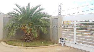 Apartamento En Ventaen Coro, Sector La Floresta, Venezuela, VE RAH: 21-1685