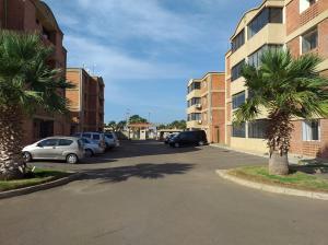 Apartamento En Ventaen Coro, Sector La Floresta, Venezuela, VE RAH: 21-1702
